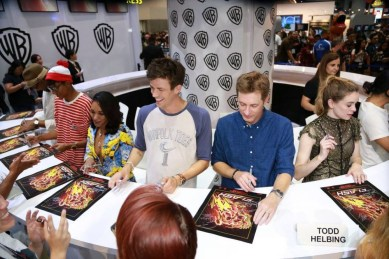 DC The Flash Cast SDCC 2017 Signing 02