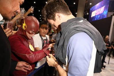 DC The Flash Cast SDCC 2017 Signing 04