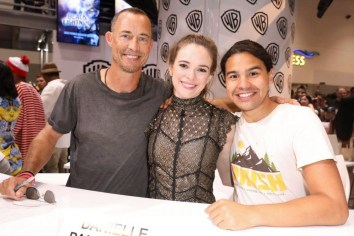 DC The Flash Cast SDCC 2017 Signing 06