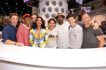 DC The Flash Cast SDCC 2017 Signing 08