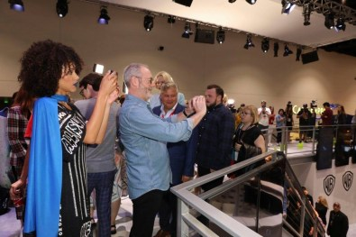 """Nerdeek Life Game-of-Thrones-SDCC-2017-Signing-11 Game of Thrones: """"Let's finish with a high kicking number!"""" Conventions"""
