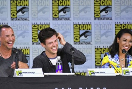 Nerdeek Life The-Flash-Panel-SDCC-2017 The Flash Cast Teases Even More Threats for Barry and the Gang in Season 4 Conventions