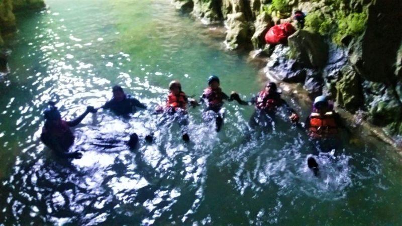 Ayvaini Mağarası çıkışı eğleniyoruz