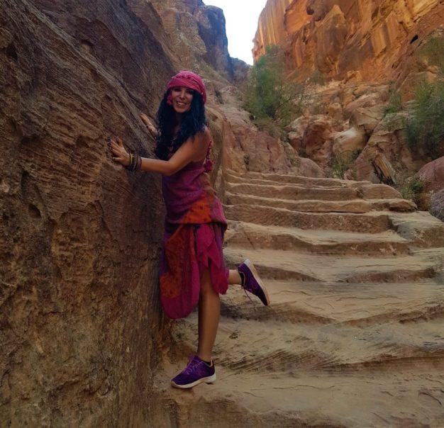 Petra'yı yukarıdan görebilmek için tırmanıyoruz