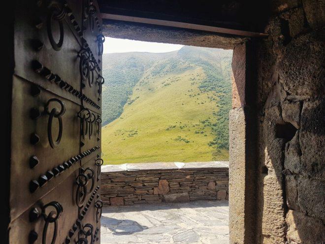 Kazbek Dağı Hangi Ülkede?