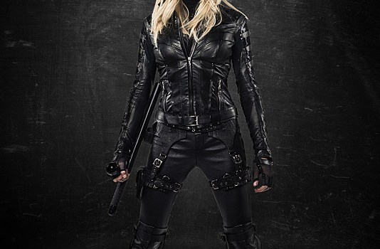 Breaking news: Arrow, Katie Cassidy con il costume di Black Canary