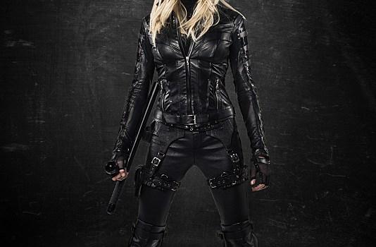 Breaking news: Arrow, Katie Cassidy con il costume di Black Canary