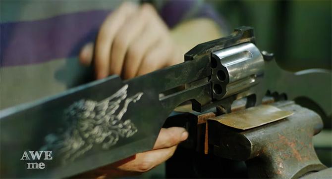 Gunblade é reproduzida em tamanho real