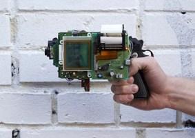 Arma GameBoy imprime foto do alvo em recibo