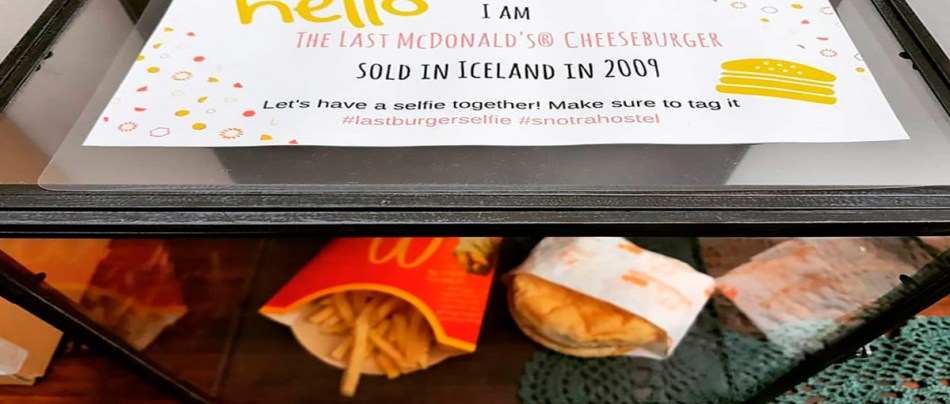 Último Cheeseburguer do McDonalds da Islândia está lá, bonito, desde 2009