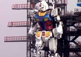 Veja um Gundam em tamanho real andar e se ajoelhar