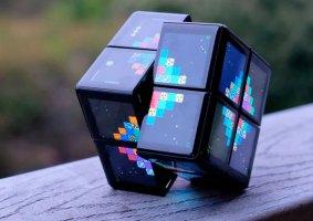 Um cubo mágico digital com oito processadores e 24 telas