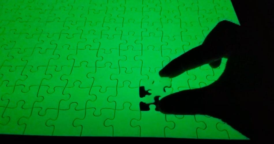 Um insano quebra-cabeça sem padrão e que brilha no escuro