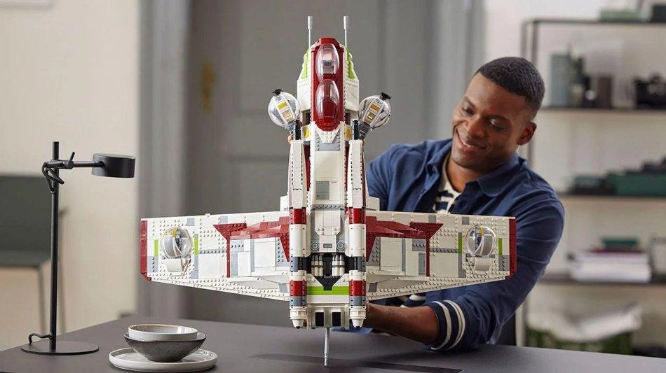 Republic Gunship de LEGO, um enorme set inspirado na nave do Star Wars