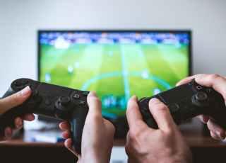 Jogar videogame por duas horas queima o equivalente a 1000 abdominais em calorias