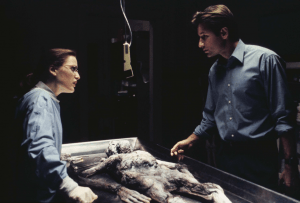 scully_mulder_ray_soames_autopsy_the_x-files_pilot