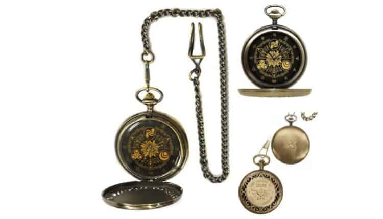 Legend of Zelda Pocket Watch (in gold)