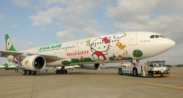 Hello-Kitty-plane-exterior