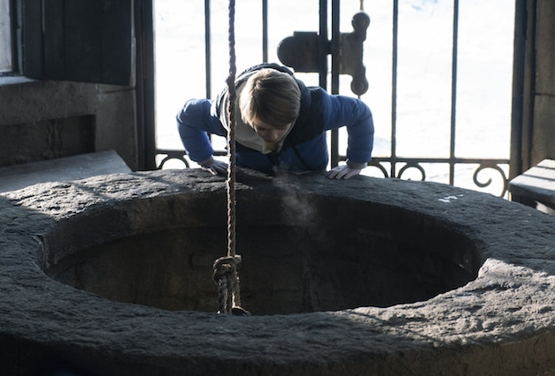 Locke and Key Netflix Show, Bode peering down into the old well.