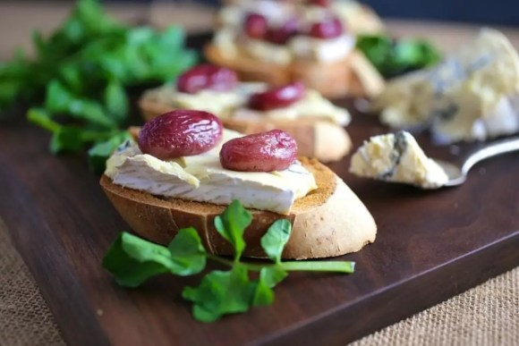 Crostini with Cambozola Cheese and Roasted Grapes