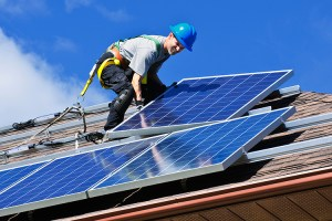 Solar industry jobs grew 25 percent, to more than 260,000 nationwide in 2016, while growth in Arizona was a more modest 6 percent, climbing to 7,310 jobs, a new report says. (Photo by Elena Elisseeva, Greens MPs/Creative Commons)