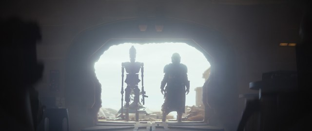 Caption : IG-11 (Taika Waititi) and The Mandalorian (Pedro Pascal) in the Disney+ series THE MANDALORIAN. Byline : Lucasfilm Ltd. Copyright : (c) 2019 Lucasfilm Ltd. All Rights Reserved.