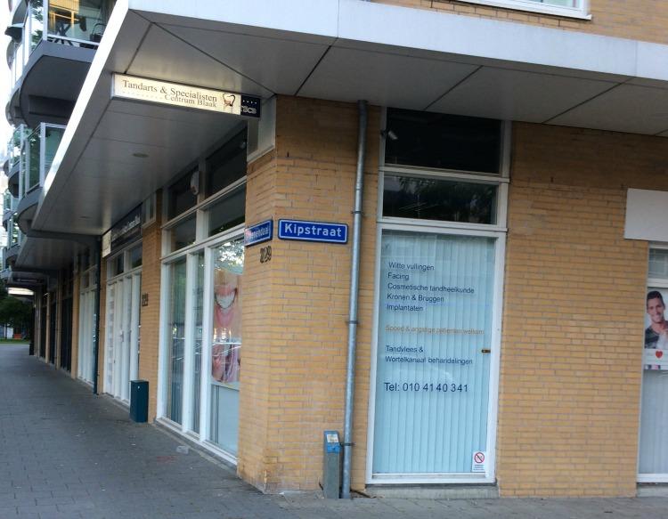 Ik liep in Rotterdam langs de Kipstraat en ik zou er wel willen wonen, alleen al door die straatnaam.