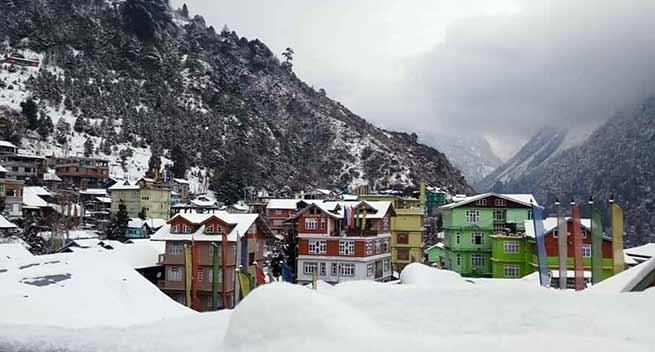 सिक्किम में भारी बर्फबारी, नाथू ला में फंसे 2500 पर्यटकों को सेना ने किया रेस्क्यू