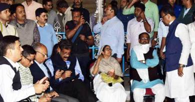 कोलकाता: ममता दीदी का धरना जारी, CBI जायेगी सुप्रीम कोर्ट