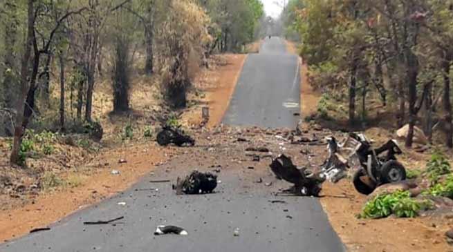 महाराष्ट्र के गढ़चिरौली में नक्सली हमला, 15 जवान शहीद