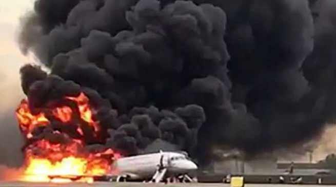 रूस के यात्री विमान में आग लगने से 41 की मौत