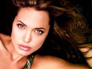Анджелина Джоли: вся правда о пластических операциях