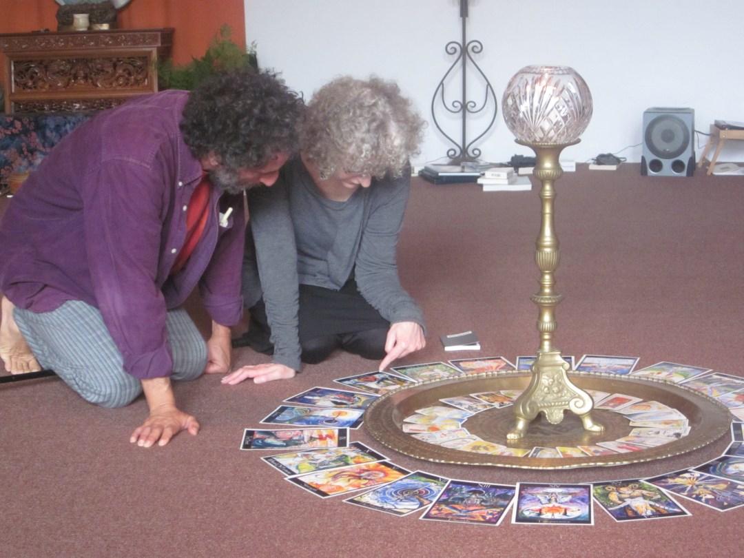 Reading The Tarot Circle