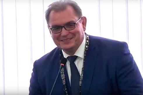 Анташев не спешит экономить на чиновниках