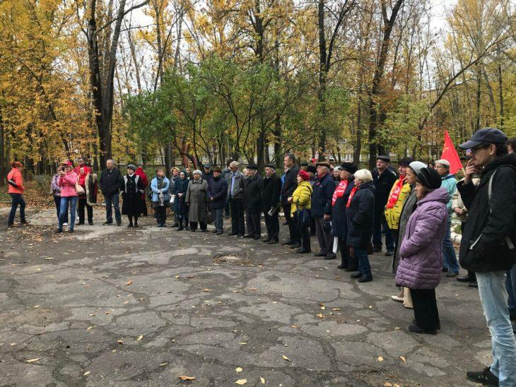 «Вы в своем уме?»: чиновники Жигулевска добавили значимости малочисленному митингу КПРФ