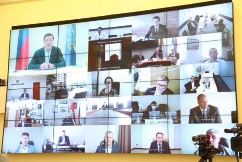 Дмитрий Азаров провел совещание с представителями бизнеса и общественниками