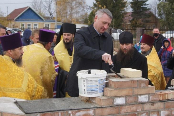 В селе Русская Борковка заложили камень под строительство нового храма