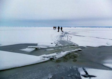 Администрация Самары предупреждает горожан об опасности выхода и выезда на лед