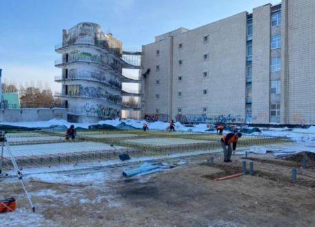 На территории Тольяттинской городской клинической больницы №5 начали возводить модульное здание