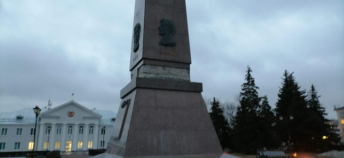 В Тольятти с обелиска Славы пропали гранитные плиты