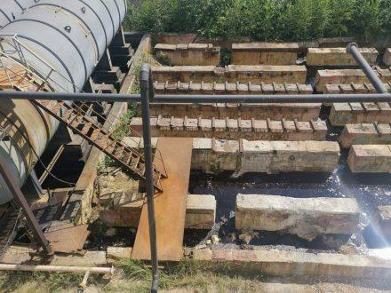 Появились фото цистерн с серной кислотой на бывшем заводе «Фосфор»