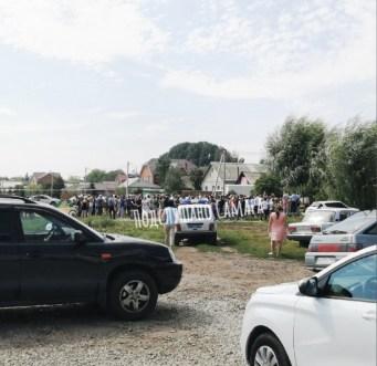 Жители посёлка под Самарой вышли на митинг против застройки улицы магазинами