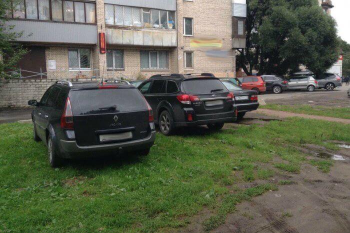 dorozhnyy-konflikt-iz-za-parkovki-na-gazone-v-peterburge-otkryli-strelbu-124026