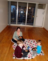 We will do a picnic anywhere. So, why not to celebrate our old apartment with impromptu Bricks pizza?