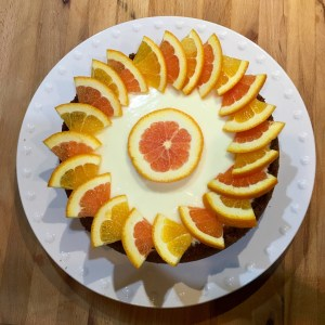 Cheesecake decorated with two types of orange slices, orange and pink (Cara Cara)