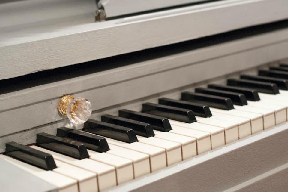 How to update your old piano with paint and hardware