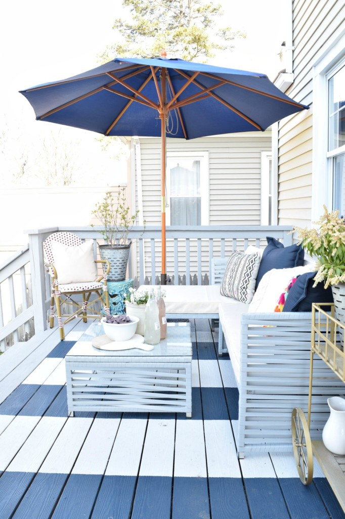 DIY backyard deck furniture and decor