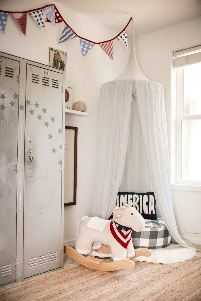 Boys bedroom Americana Theme with Bunkbeds
