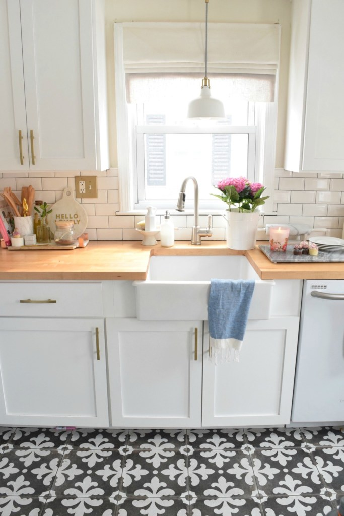 Kitchen Details- What we keep on our kitchen counters