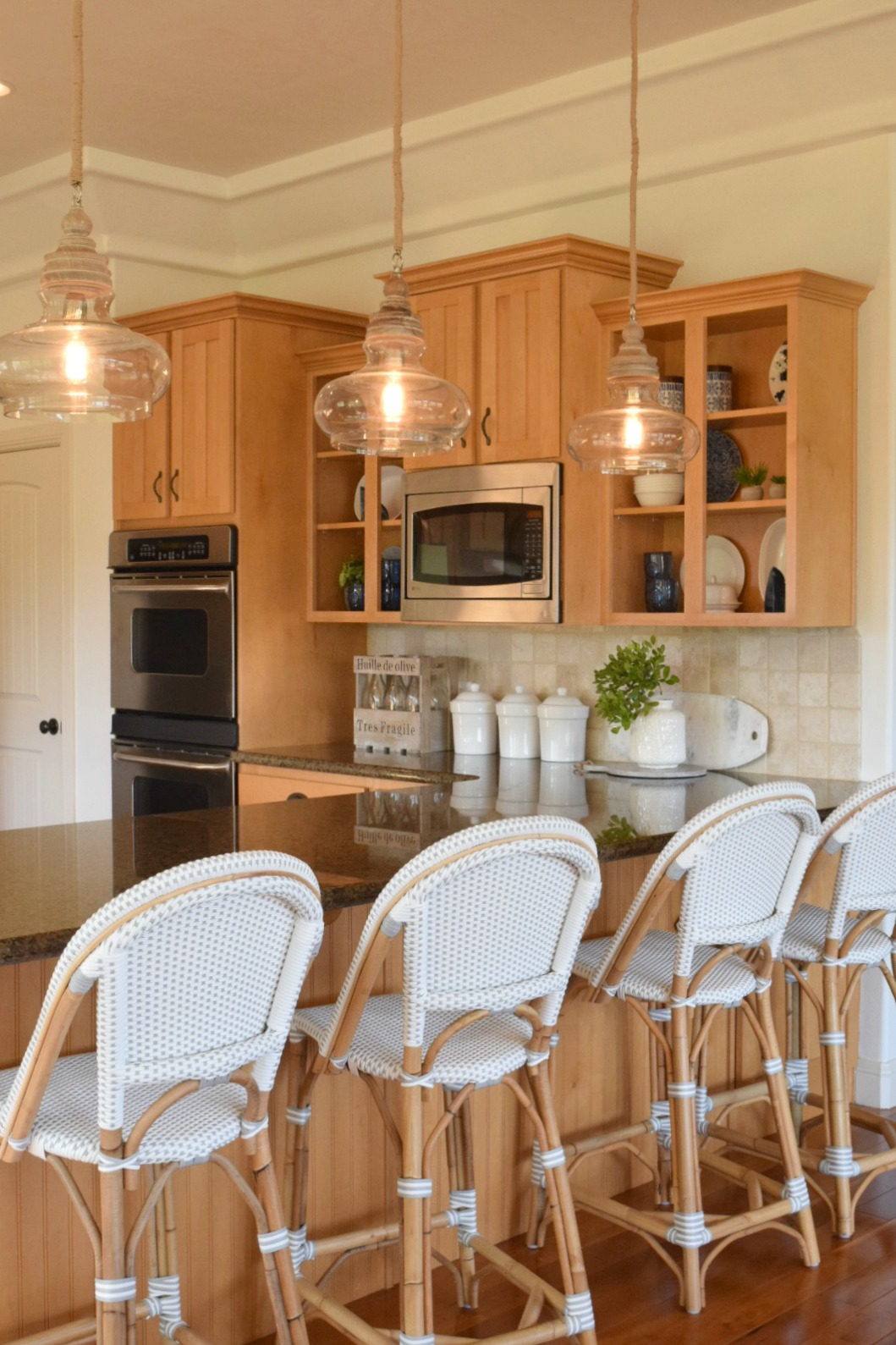 Benjamin Moore Simply White: Modern Home Refresh With Simply White Paint